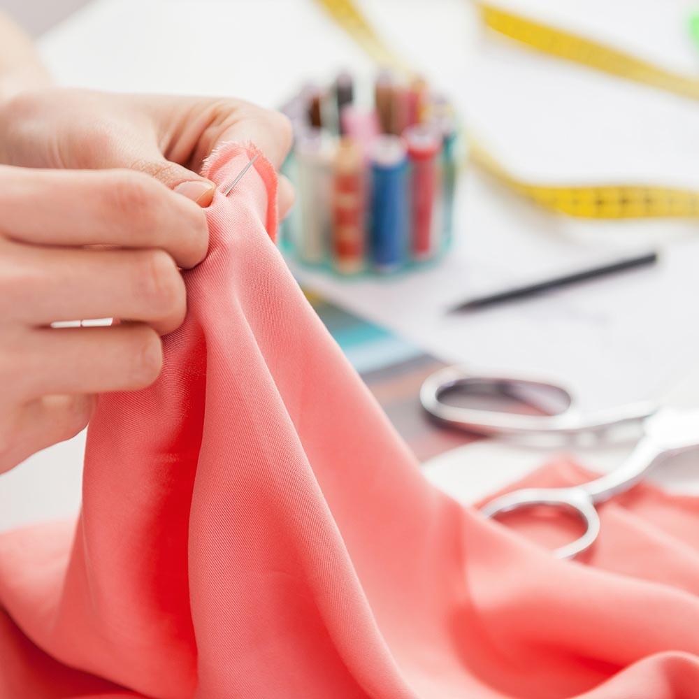 Coutures de précision par tailleur Paris 6