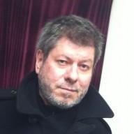 Régis Laspalès Humoriste Comédien s'habille avec L'ART DE L'AIGUILLE