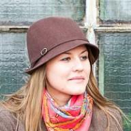 Maria Yeshchenko, fidèle cliente de la retoucherie L'ART DE L'AIGUILLE